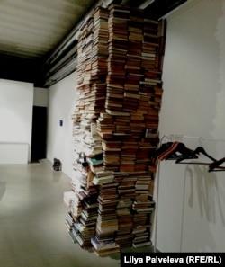 """Инсталляция Лизы Гусевой. Выставка """"Образ врага"""" на Винзаводе"""