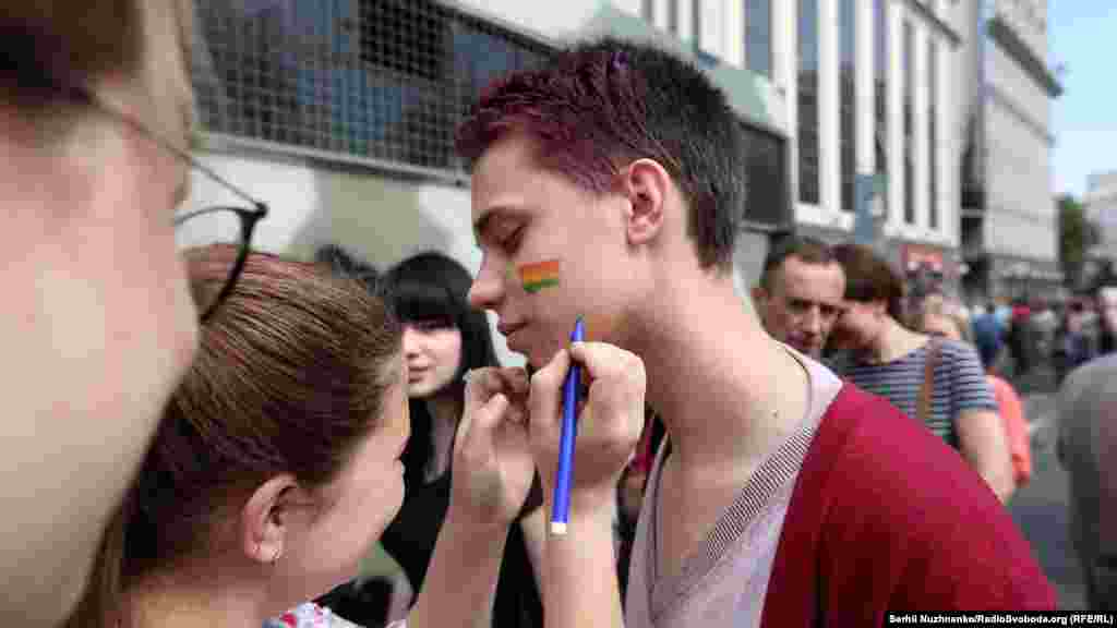 У противников марша полиция изъяла балаклавы, пиротехнические средства имедицинские маски.