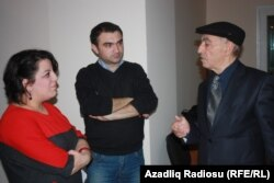 Proqramın aparıcısı Şahnaz Bəylərqızı, prodüsseri Cavid Zeynallı və Əliyar Səfərli proqramdan sonra