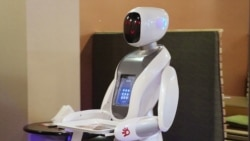 Роботски келнер во Кабул