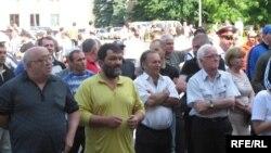 На вопрос об объединении двух частей Осетии, жители Владикавказа ответили, что желание, конечно, есть, но этот вопрос зависит от решения властей