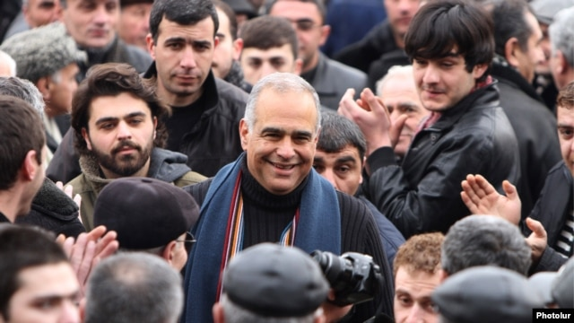 Armenia - Opposition leader Raffi Hovannisian is greeted by supporters in Yerevan's Liberty Square, 22Feb2013.