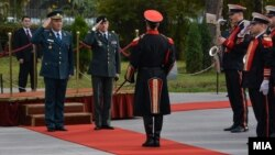Претседавачот на Воениот комитет на НАТО генерал Кнуд Бартелс во официјална посета на АРМ и Република Македонија. Средба со началникот на Генералштабот на АРМ Горанчо Котески.