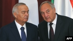 Then-Latvian President Andris Berzins (right) and his Uzbek counterpart, Islam Karimov, after meeting in Riga on October 17, 2013