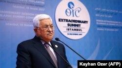 محمود عباس، رئیس تشکیلات خودگردان فلسطینی، در نشست فوقالعاده سازمان همکاری اسلامی در استانبول،