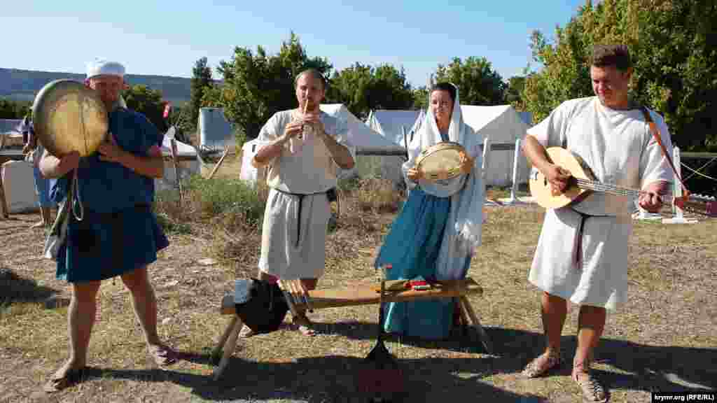 Реконструктори-музиканти грають старовинну кельтську музику