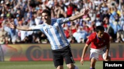 جانب من إحدى مباريات كأس العالم في جنوب إفريقيا والتي فاز فيها فريق الأرجنتين على نظيره الكوري الجنوبي