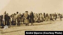Repatriați bulgari în zona neutră, Baldovinești, martie 1918, sursa: Andrei Șiperco (ed.), Tragedii și suferințe neștiute...., 2003