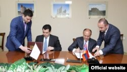 Armenia -- Ministers of Defense of Cyprus and Armenia sing a document on cooperation, 27 May, 2015