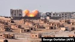 ИМ тобына қарсы әскери операция жүріп жатқан Сирияның Дейр-әл-Зор қаласы. 13 қыркүйек 2017 жыл.