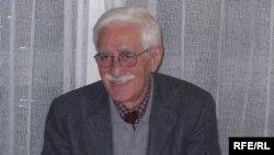 ایرج پزشکزاد اخیرا کتاب «گلگشت خاطرات» را منتشر کرده است.( عکس : RFE/RL)