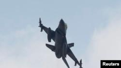 Türkiyənin F-16 qırıcı təyyarəsi PKK mövqelərini bombalayır