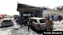 افغانستان: افغان امینتي ځواکونه په جلال اباد کې د ترسره شوي ځانمرګي برید د ځای لیدنې پر مهال. د ۲۰۱۸ کال د جولايي ۱۰ مه نېټه