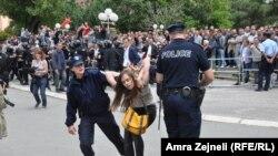 Боздошти эътирозгарон дар назди парламенти Косово (27-уми июни соли 2013)