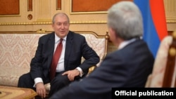 Armenia - President Serzh Sarkisian (R) meets with former Prime Minister Armen Sarkissian in Yerevan, 16 February 2017.