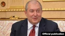 Армен Саркисян, Арменияның жаңа сайланған президенті.