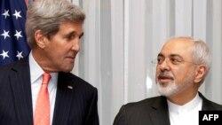 محمد جواد ظریف، وزیر خارجه ایران (راست). جان کری، وزیر خارجه آمریکا