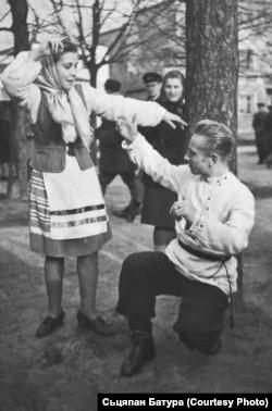 Сьцяпан Батура ў танцы з аднагрупніцай Лукічовай. 1950 год