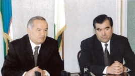 Tajik President Emomali Rahmon (right) with his Uzbek counterpart, Islam Karimov (file photo)