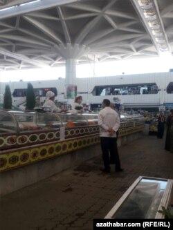 Bazar söwdagärleri 6-njy iýuldan başlap maska dakynmaly, Aşgabat