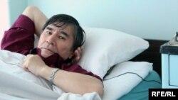Оппозиционный политик Жасарал Куанышалин в больничной палате. Алматы, 16 мая 2010 года.