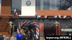 В Симферополе на месте McDonald's открыли «Мир Бургер»