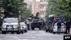 Թուրքիա - Ոստիկանները հատուկ գործողություն են իրականացրել Դիարբեքիրի արվարձանում, 26-ը հոկտեմբերի, 2015թ․