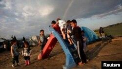 მიგრანტი ბავშვები საბერძნეთ-მაკედონიის საზღვარზე