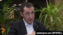 Сопредседатель Партии зеленых Джем Оздемир отвечает на вопросы Радио Азатутюн, Ереван, 16 марта 2015 г.