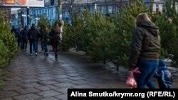 Ілюстраційне фото: продаж сосонок у Сімферополі