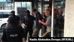 Izvođenje uhapšenih nakon saslušanja, 12 avgust 2014.