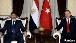 Египеттин лидери Мохаммед Морси жана Түркиянын өкмөт башчысы Режеп Тайып Эрдоган