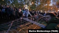 Протесты против строительства храма на месте сквера в Екатеринбурге