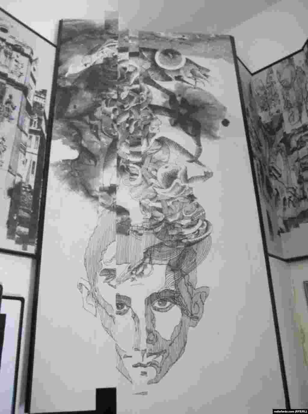 نقاشیهای سیاهقلم از کافکا که فضای نمایشگاه را به خود اختصاص دادهاند