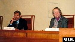 2004 год. З былым прэзыдэнтам Чэхіі Вацлавам Гаўлам.