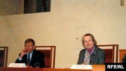 Вацлаў Гавэл і Івонка Сурвіла. Прага, 2004 .
