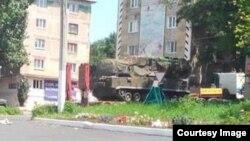Боєздатну зенітно-ракетну установку з комплексу «Бук» (на відеокадрі 17 червня 2014 року в місті Торезі) сепаратисти, як вважають, отримали з Росії
