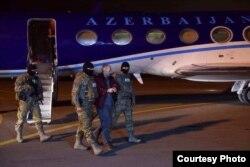 Самолет Мехрибан Алиевой, на котором привезли из Минска в Баку Александра Лапшина