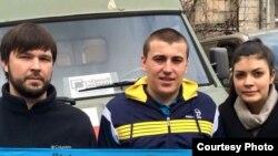 Раман Сініцын (у цэнтры) з паплечнікамі па арганізацыі «Народны тыл»
