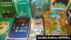 Azerbaijan - religious books sold in Baku - 04Mar2013