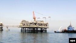منصة لتحميل النفط في ميناء البصرة