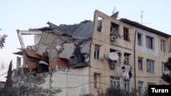 «Memar Əcəmi» stansiyasının yaxınlığındakı «Planet» aptekinin arxasındakı 5 mərtəbəli binada partlayış olub