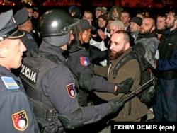 Bosniyada radikal dindarların polislə qarşıdurması