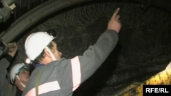 Горняки на шахте в Карагандинской области.