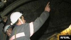 Қарағанды облысындағы шахтада жүрген жұмысшылар. (Көрнекі сурет)
