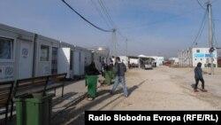 Транзитен центар за мигранти во селото Табановце, на македонско-српската граница.