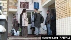 Людзі, якіх не пусьцілі на суд у РУУС Цэнтральнага раёну