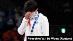 Кыргызская борчиха Айсулуу Тыныбекова завоевала серебряную медаль Олимпийских игр в Токио
