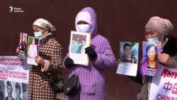 «Давление со стороны китайского консула». Участники пикетов заявляют о прессинге и вызовах в полицию