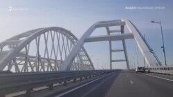 Российские силовики проверяют автомобили возле Керченского моста (видео)